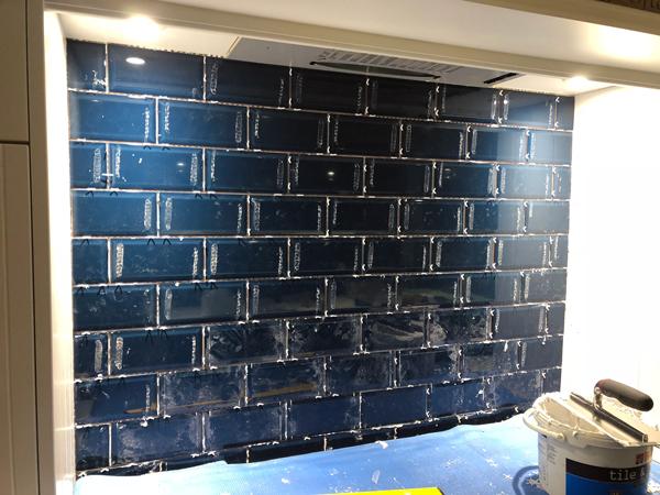 DIY ~ How to Tile a Kitchen Back Splash