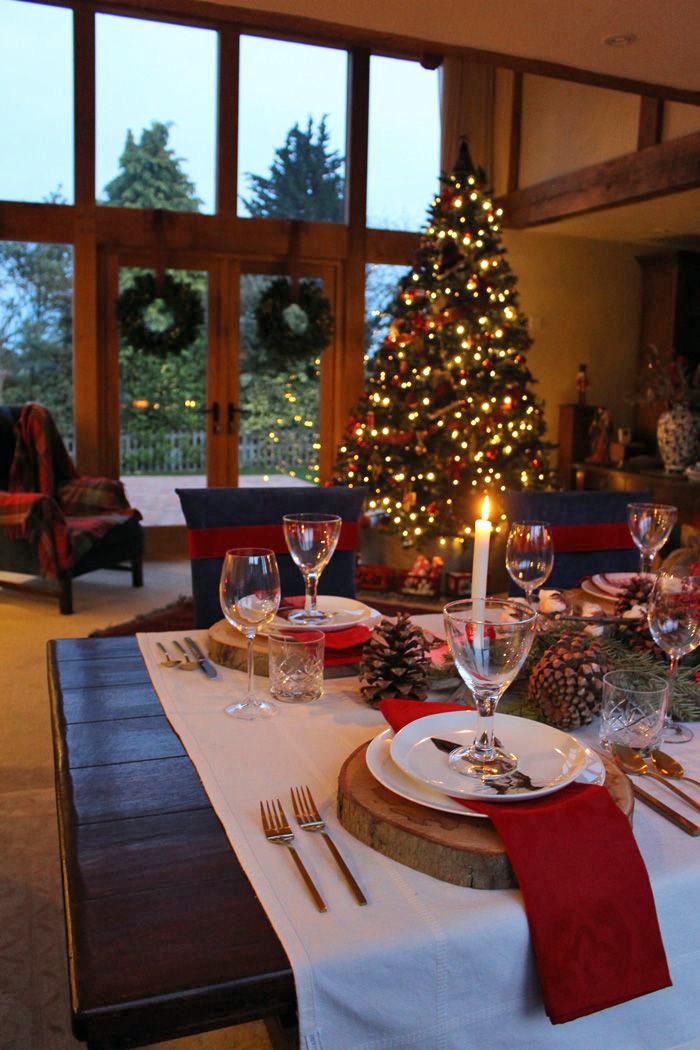 A Christmas Table Setting {Video}